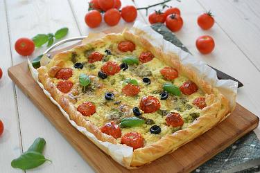 Torta salata con robiola e pomodorini