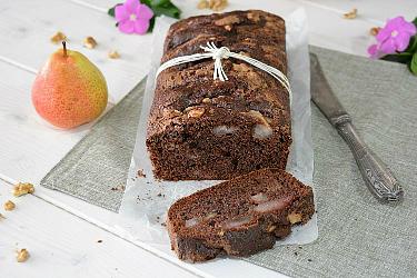 Plumcake soffice al cacao con pere e noci