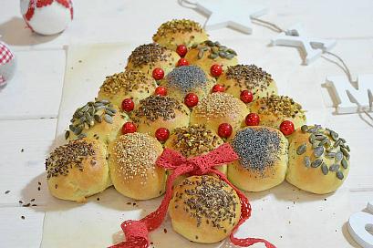Albero di Natale con panini soffici farciti