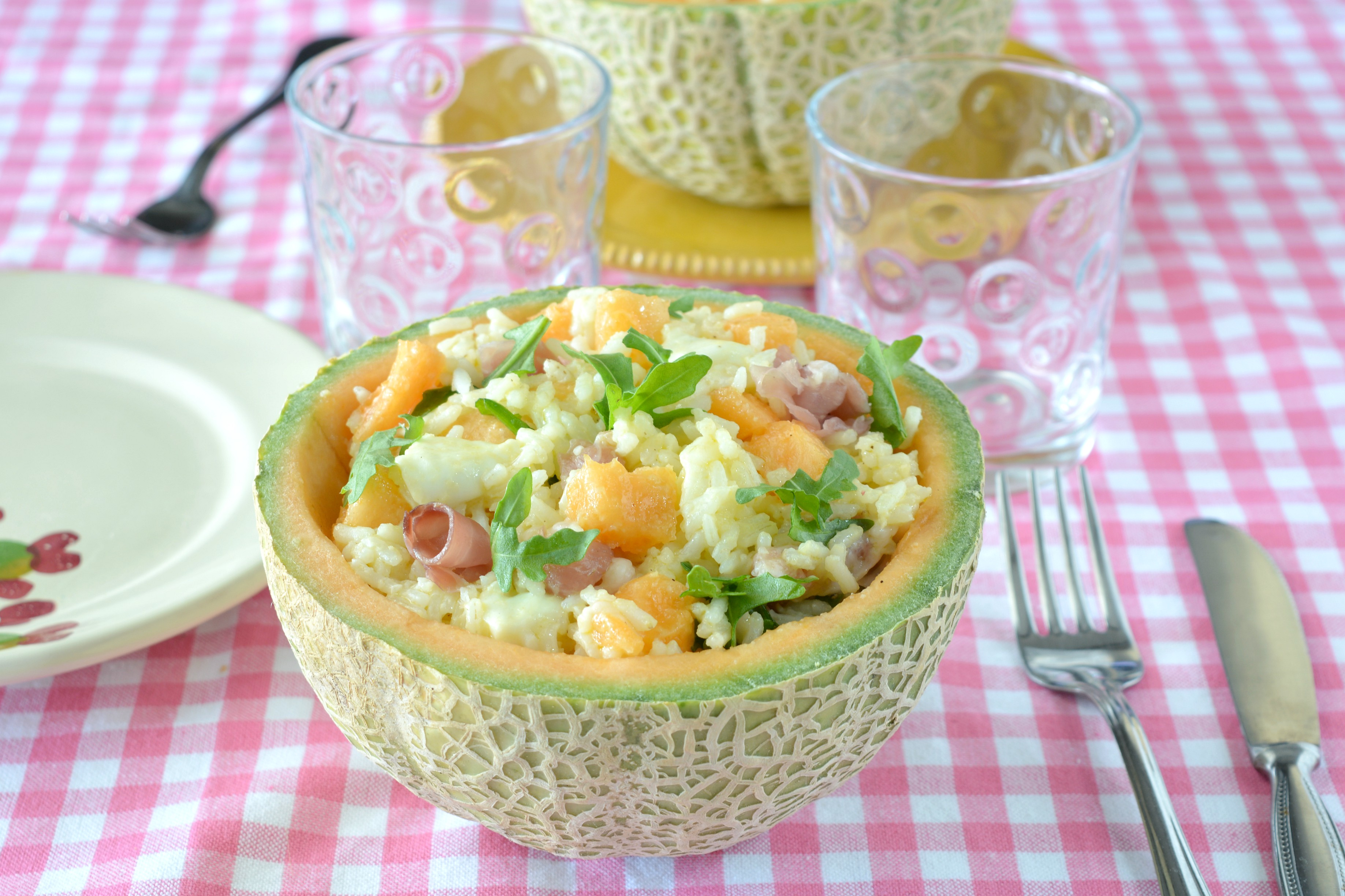 Insalata di riso con melone e prosciutto crudo