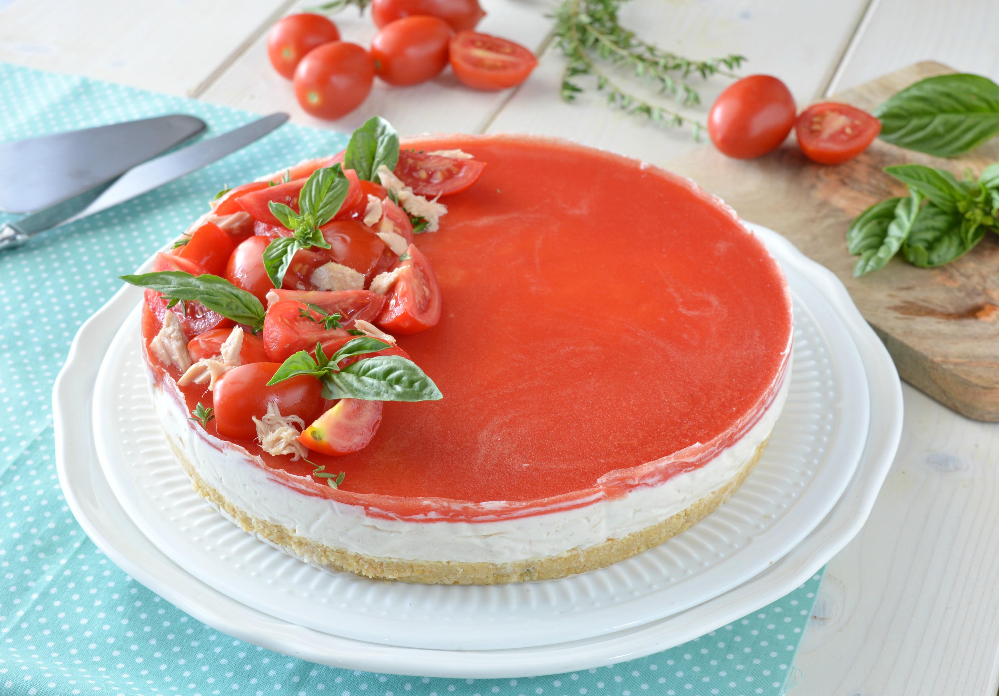 Cheesecake al tonno con gelatina di pomodoro