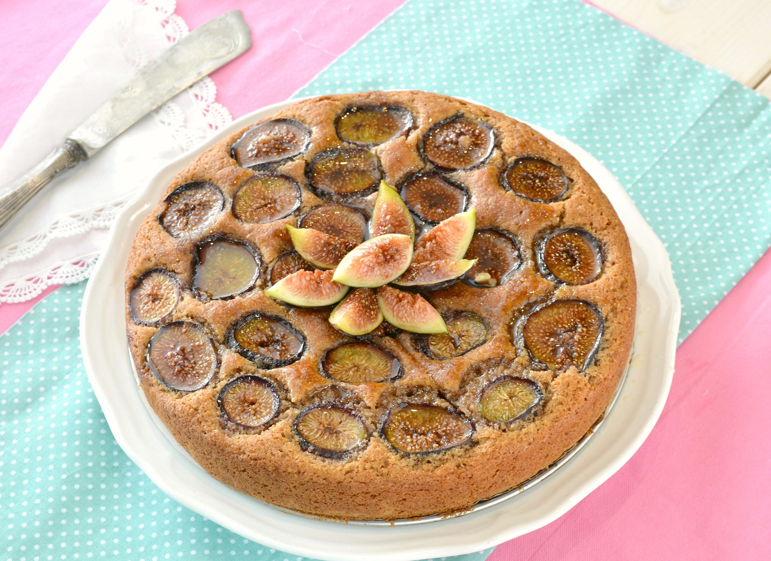 Torta integrale di fichi con noci e miele