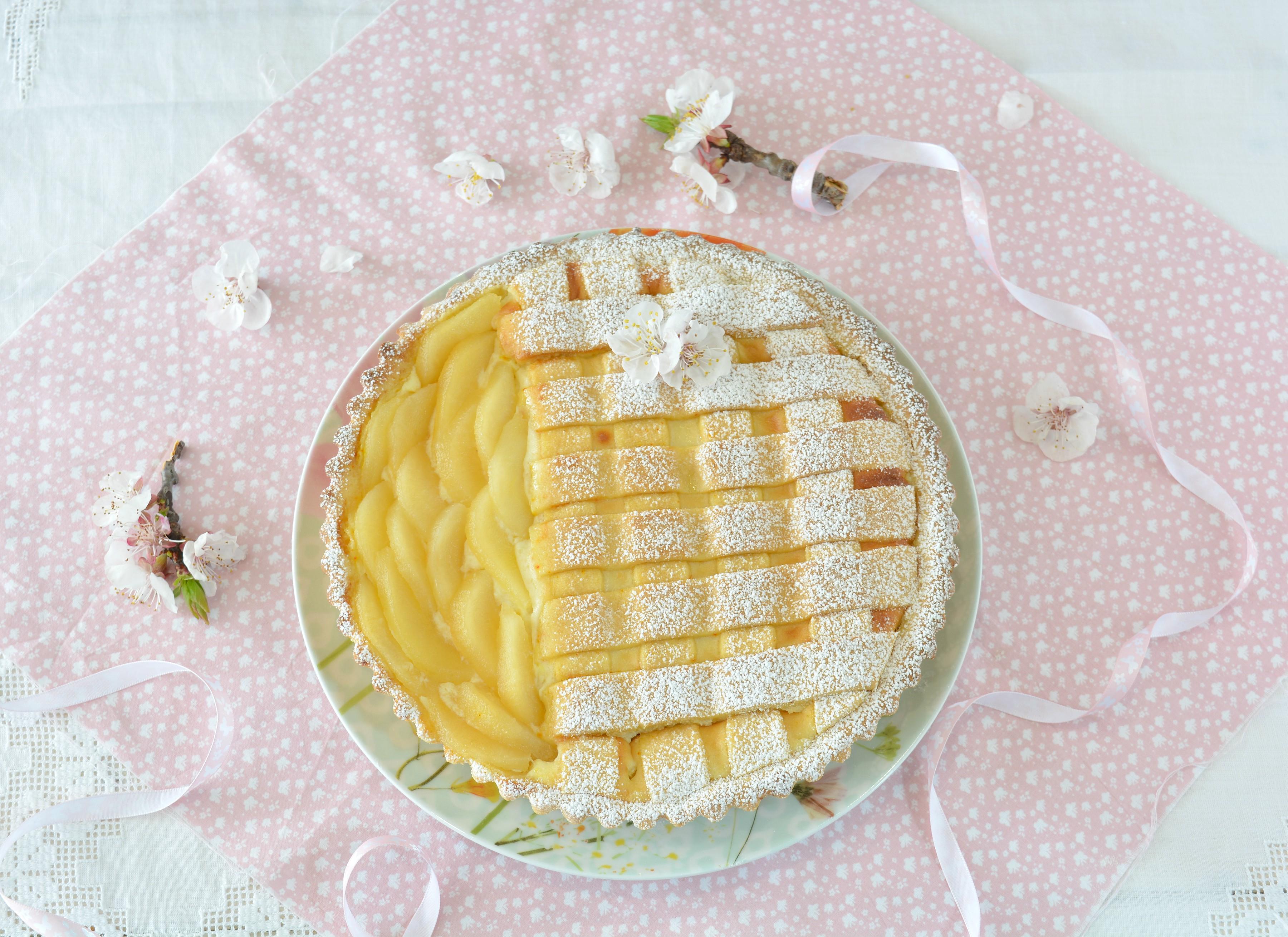 Crostata con frolla allo zafferano e crema di ricotta e pere