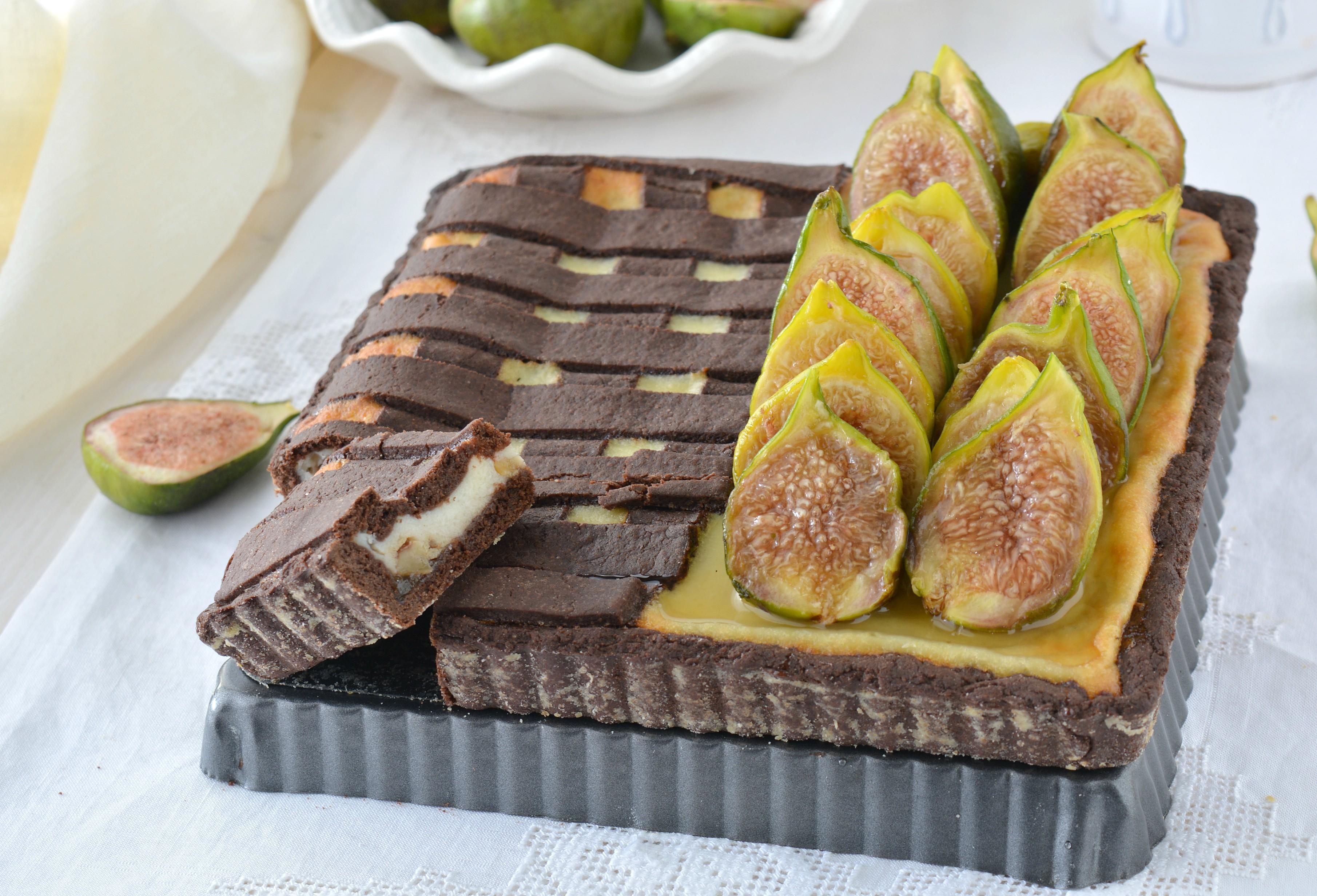 Crostata al cacao con fichi e ricotta