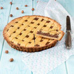 Crostata con pasta frolla alle nocciole e crema al cioccolato