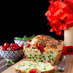 Plumcake salato con piselli e prosciutto cotto