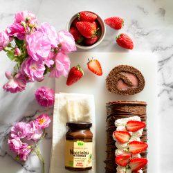 Rotolo al cacao con Nocciolata e crema alle fragole